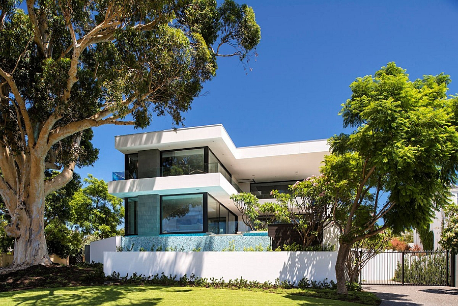 The Front Facade of the Amazing Perth Modern Residence