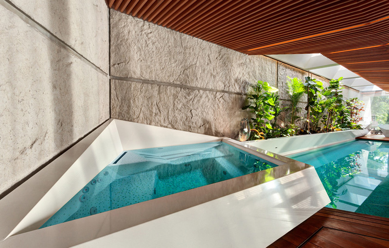 Jacuzzi area and swimming pool