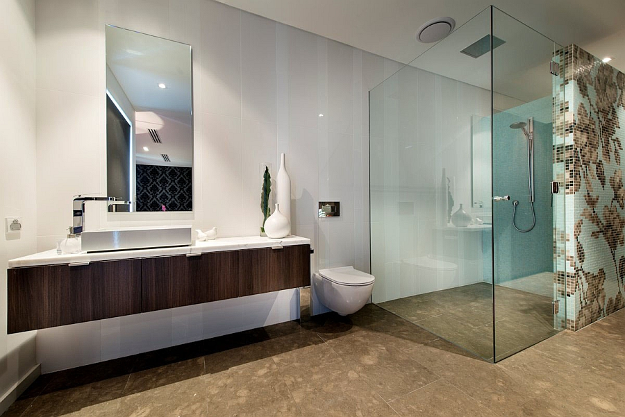 Interesting Wall Pattern Adding a Glamorous Vibe to the Bathroom