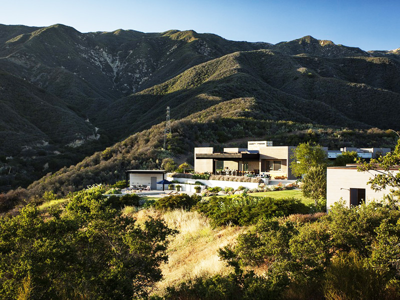 Modern-Mansion-Enjoying-Views-of-Unharmed-Wilderness expansive views
