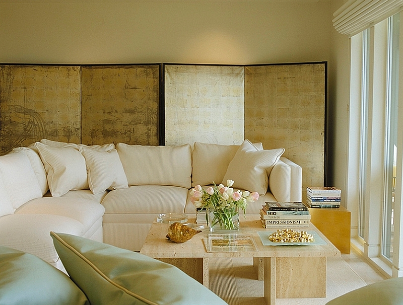 Soft Colors and a Glittering Gold Screen in a Superb Spatiality