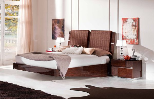 Vivid Bedroom with a Classy Looking Floating Bed