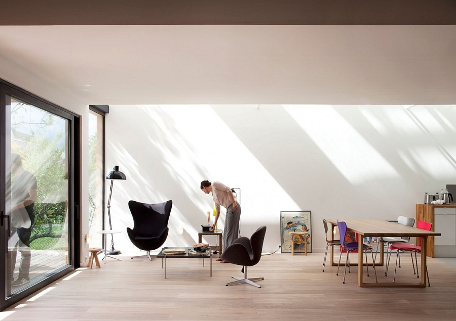 Glazed Walls Are Seamlessly Connecting the Interior With The Exterior