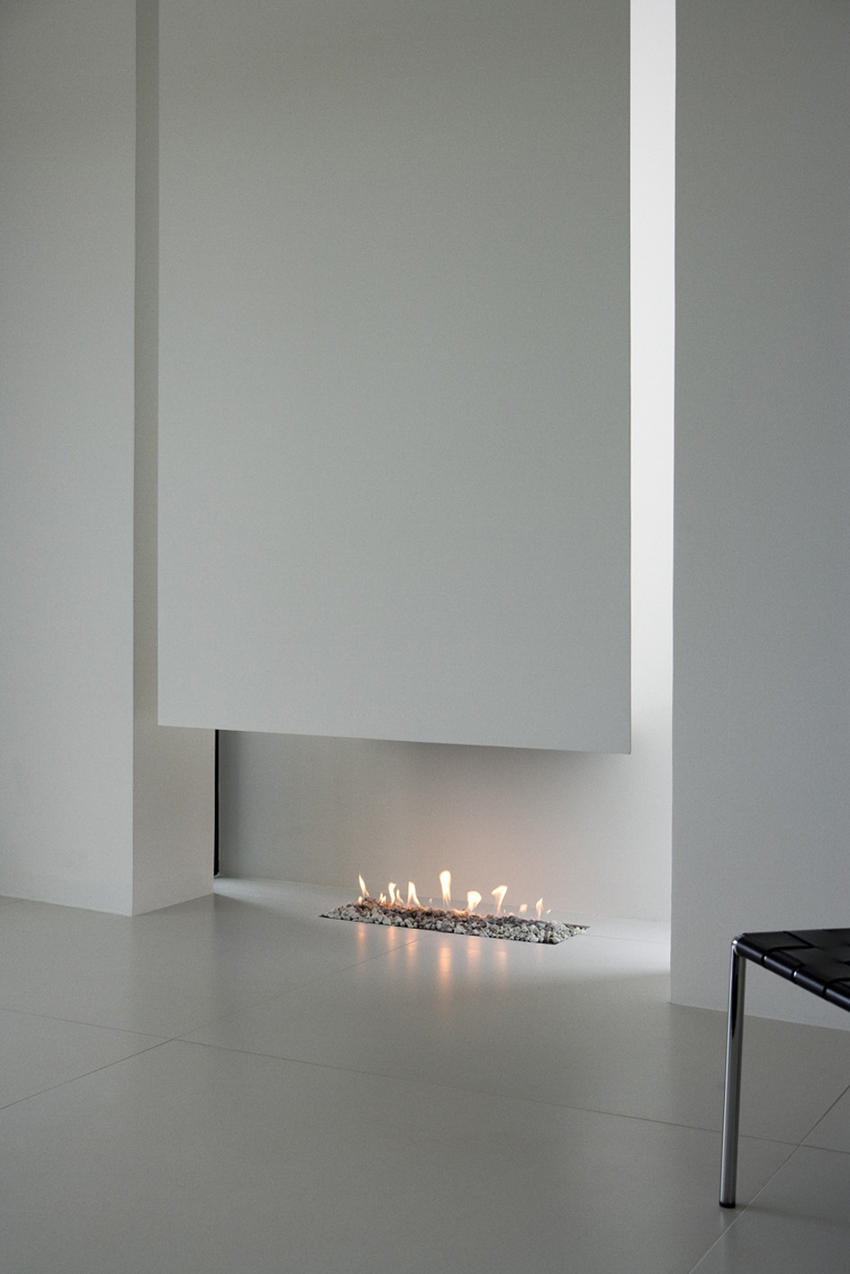 the perfect fireplace in Monolithic Mass Empowered by Simplicity - B25 House by PK Arkitektar homesthetics 1 (0)