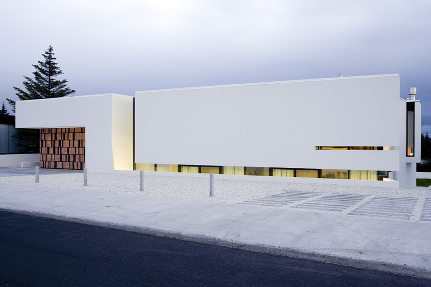 street perspective view Monolithic Mass Empowered by Simplicity - B25 House by PK Arkitektar homesthetics 1 (0)