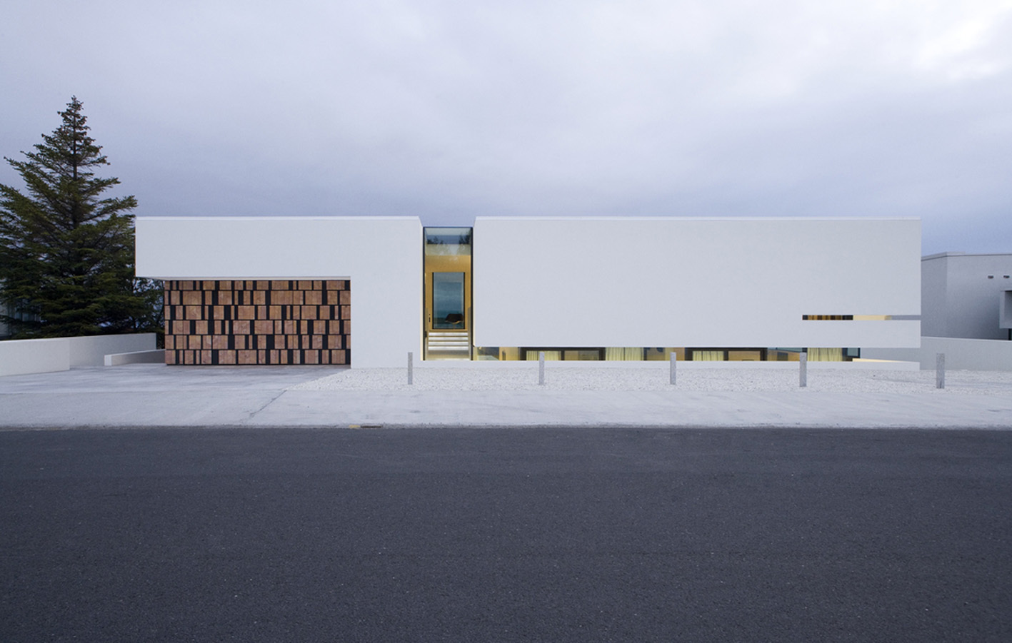 perfect clean facade Monolithic Mass Empowered by Simplicity - B25 House by PK Arkitektar homesthetics 1 (0)