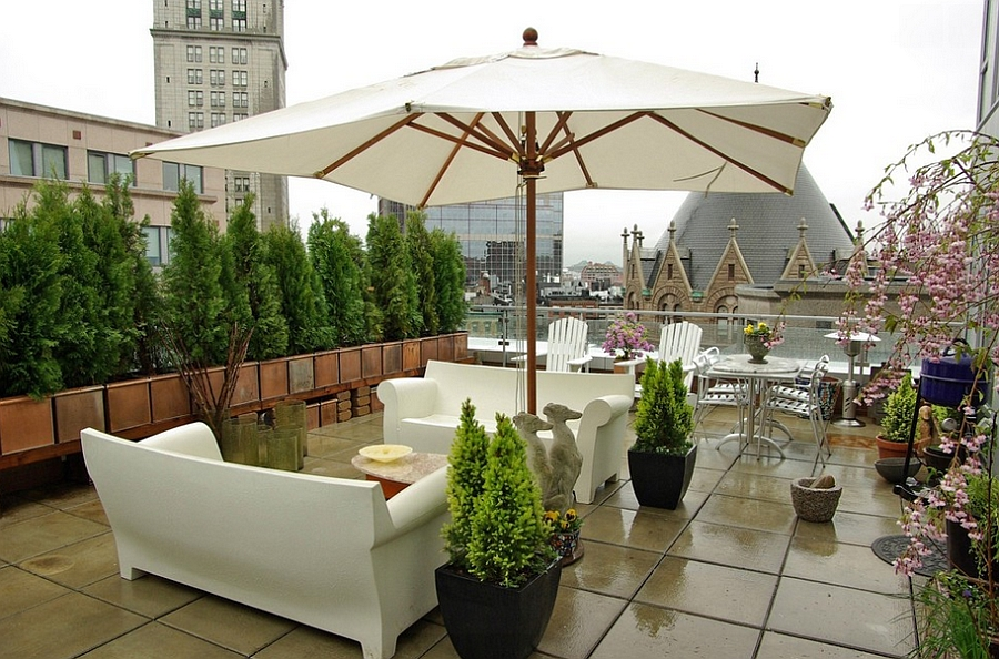 Philippe Starcks Bubble Club Sofa in White Creating a Playful Spunk Decor Outdoors