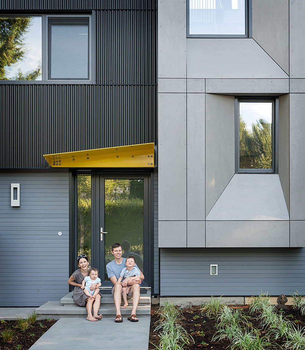 Simple Access Into the Seattle's 1st Certified Passive House-Street Facade