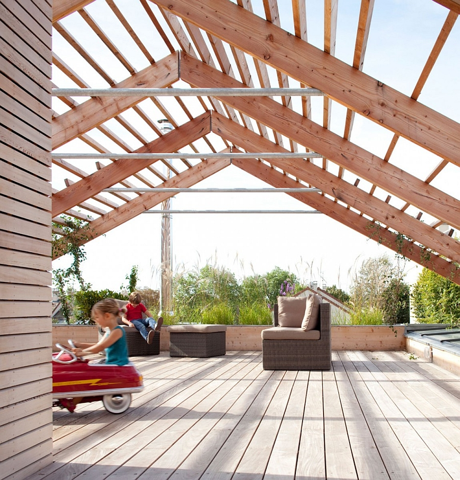 Extraordinary Sky-terace Covered by a Wooden Pergola