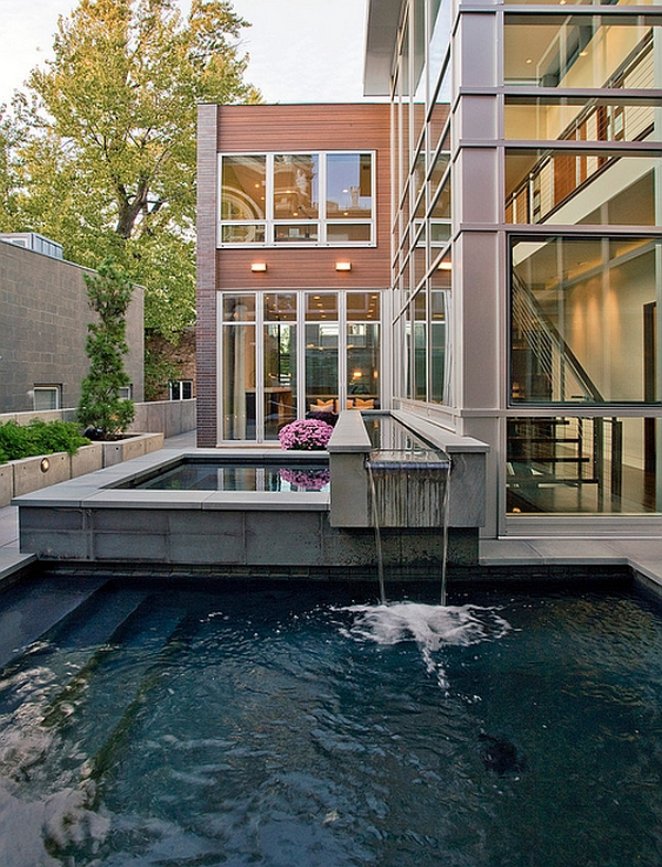 Simple and Stylish Pool Design in a Modern Residence