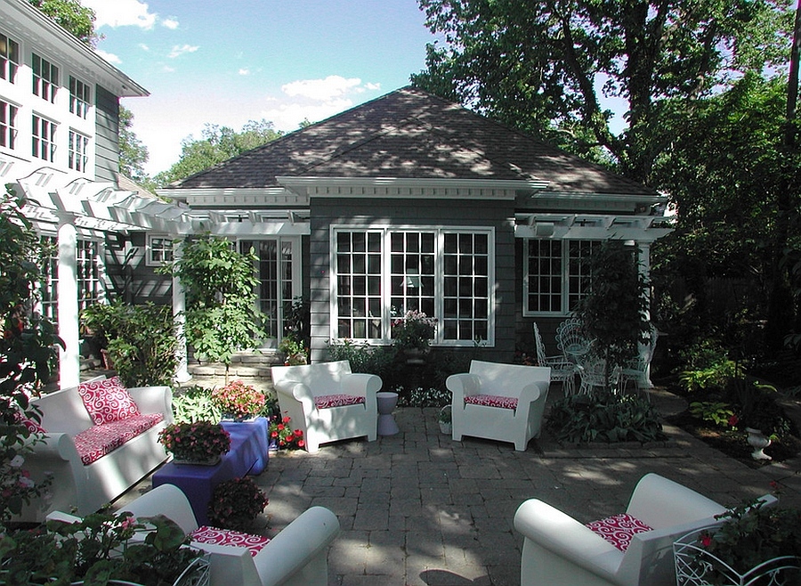 Enhance the Appeal of the Patio Through Accent Pillows and Cushions