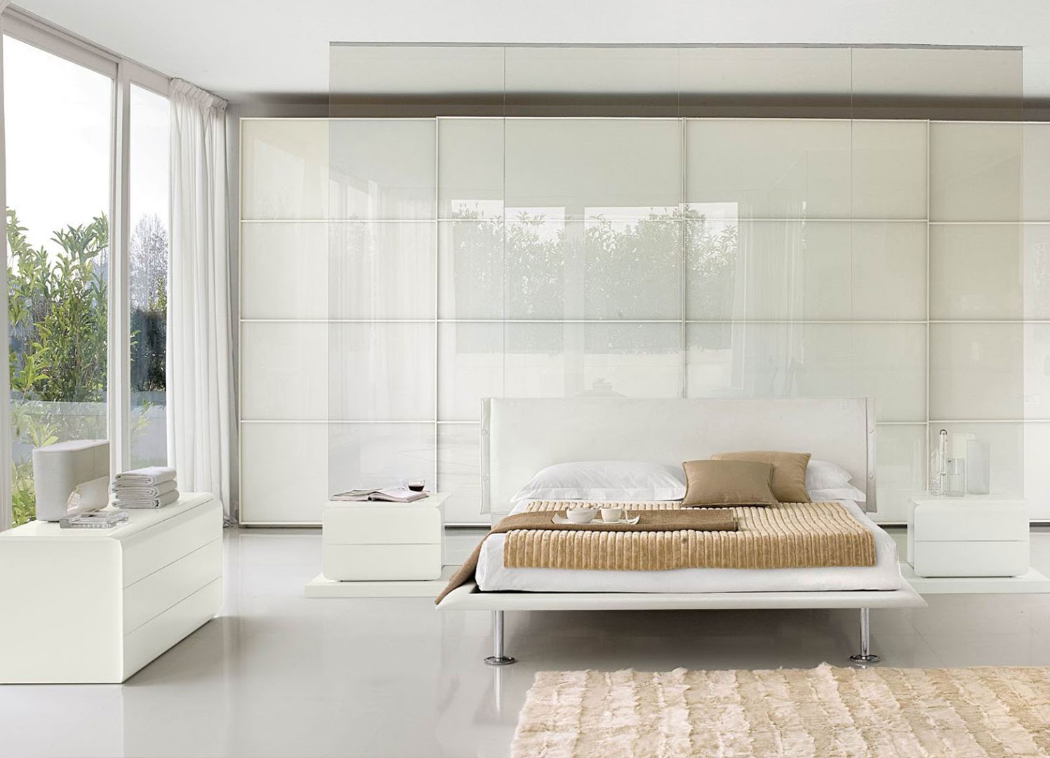 White bedroom design idea