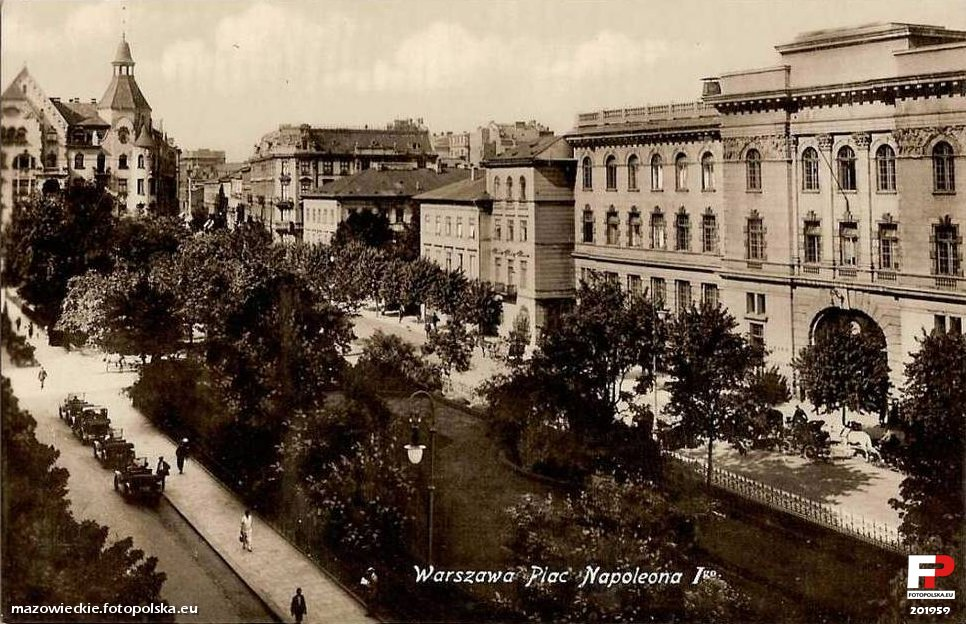 Napoleon square , built in late 19th century , it illustrates the concepts of the late 19th early 20th century urban planning and eclecticism , integrating in the urban landscape large patches of vegetation in plazas and along boulevards.