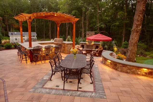 Cute rustic dining set in Backyard Landscaping Ideas Patio Design Ideas Homesthetics