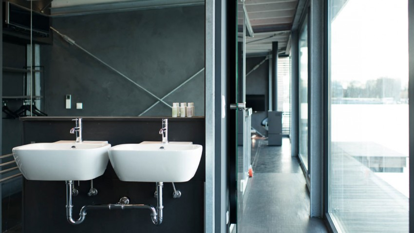 bathroom design in Boat-Homes-in-Berlin-Boasting-a-Comfortable-and-Colorful-Unique-Experience