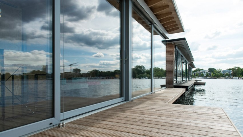superb deck of the Boat Homes in Berlin Boasting a Comfortable and Colorful Unique Experience (1)