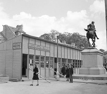 A temporary construction used as a food store in post-war Caen , in 1945.