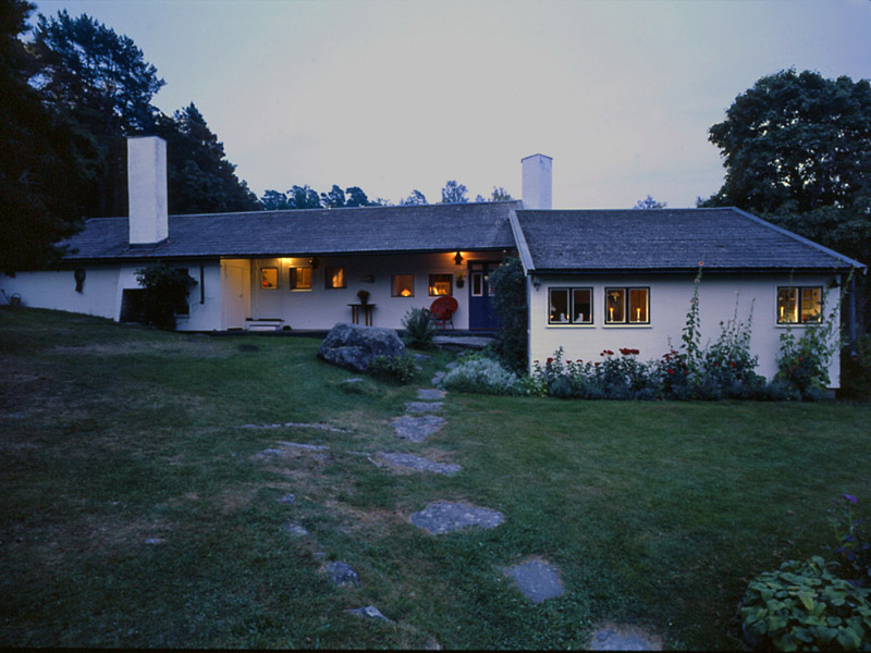 100 Architects' Houses Series: #4. Erik Gunnar Asplund and His Home in Stennas, Hastnasviken, Lison