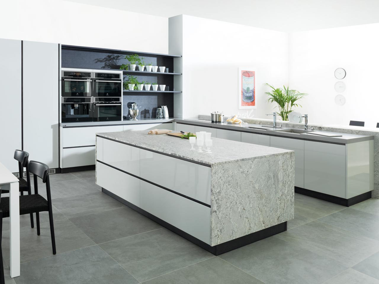 Highly organized contemporary kitchen designs bending to - Parquet cocina ...