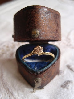 21 DIY Ring Boxes That Will Beautify and Add Romance To a Special Moment homesthetics design (17)