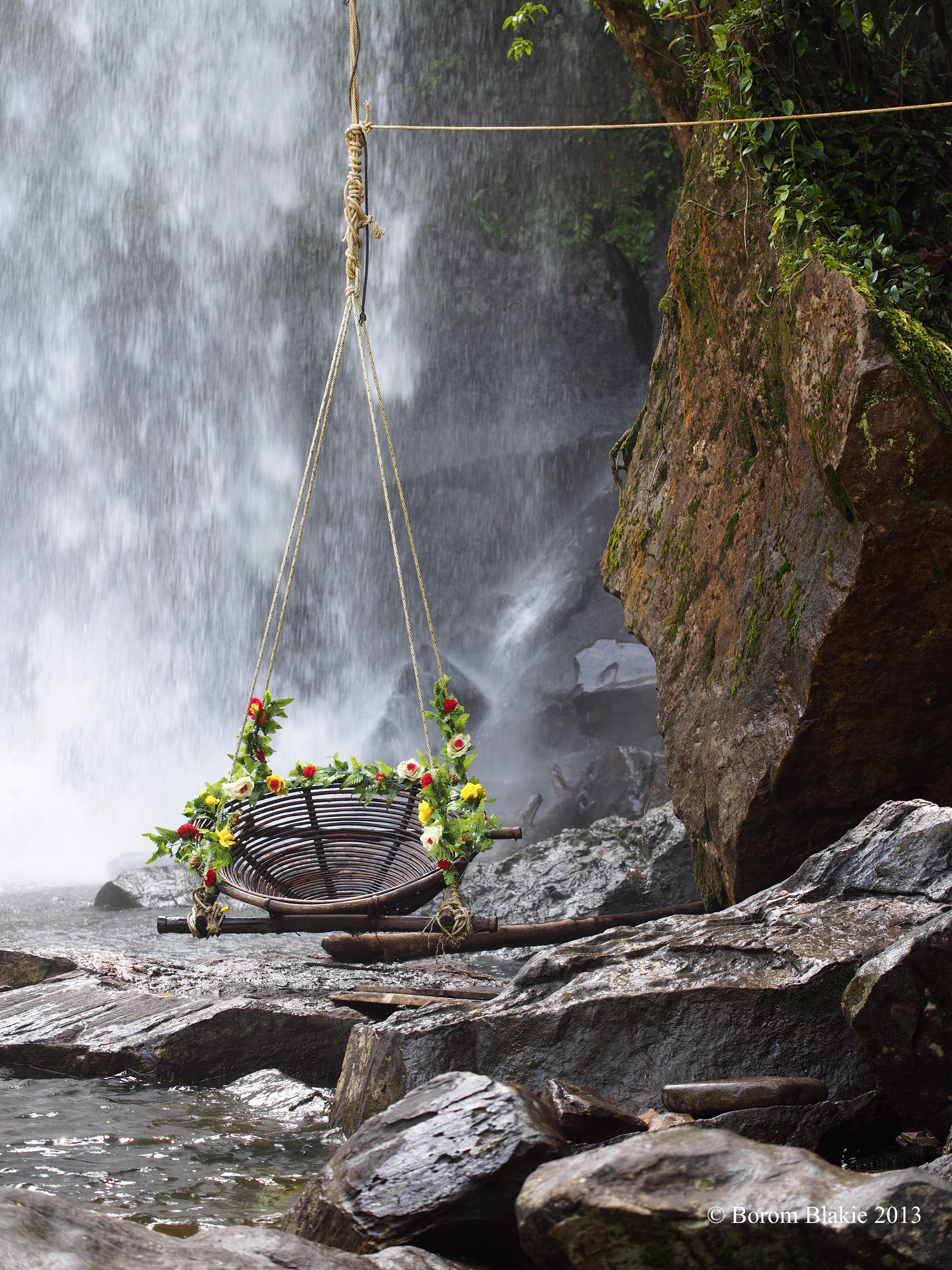 35 Swings You Should Definitely Try Once in Your Lifetime-homesthetics waterfall swing