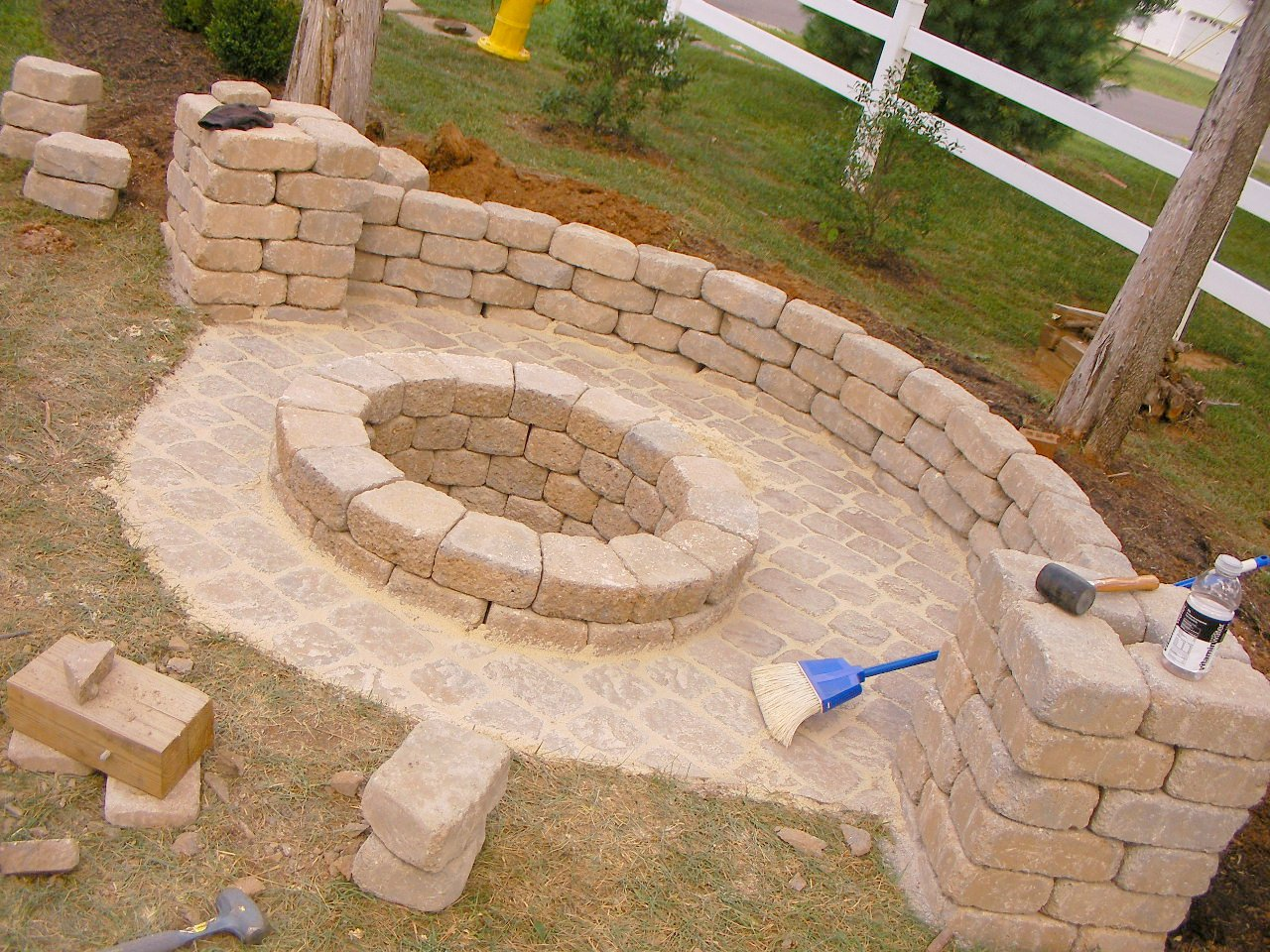 creatively luxurious diy fire pit project here to enhance. Black Bedroom Furniture Sets. Home Design Ideas