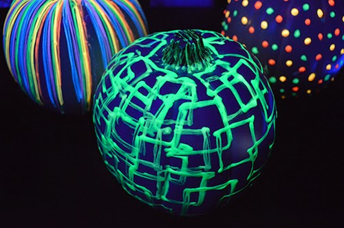 DIY Glow In The Dark Pumpkins-homesthetics (3)