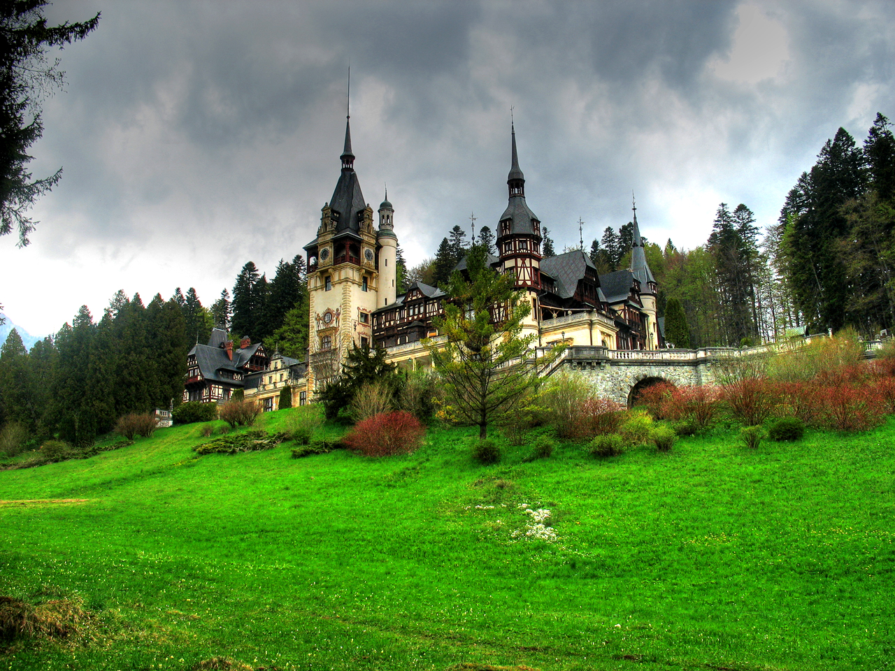 Peles_castle_16 Incredible Places Captured in Spring And Autumn
