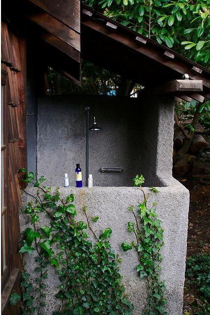 63 Outdoor Showers & Outdoor Bathtubs Exuding Supreme Tranquility and Serendipity homesthetics (13)