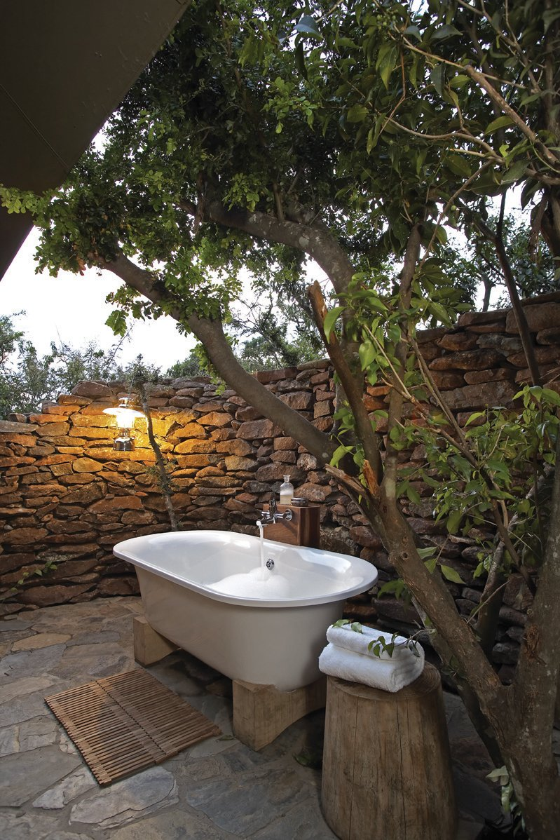 63 Outdoor Showers & Outdoor Bathtubs Exuding Supreme Tranquility and Serendipity homesthetics (33)