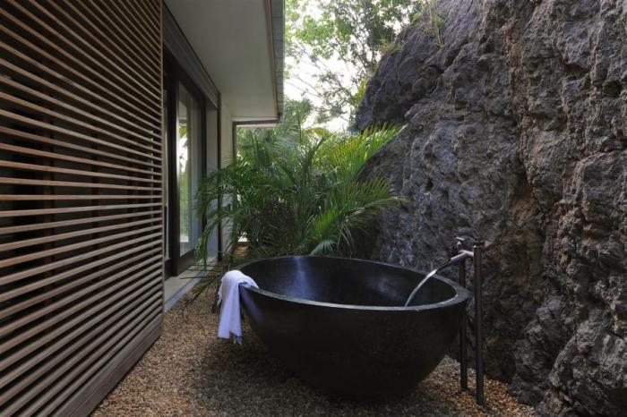 63 Outdoor Showers & Outdoor Bathtubs Exuding Supreme Tranquility and Serendipity homesthetics (34)