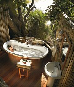 63 Outdoor Showers & Outdoor Bathtubs Exuding Supreme Tranquility and Serendipity homesthetics (44)