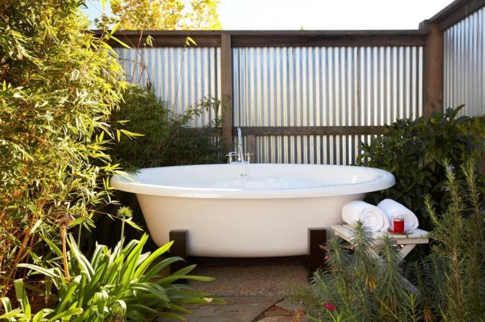 63 Outdoor Showers & Outdoor Bathtubs Exuding Supreme Tranquility and Serendipity homesthetics (47)