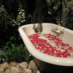 63 Outdoor Showers & Outdoor Bathtubs Exuding Supreme Tranquility and Serendipity homesthetics (50)