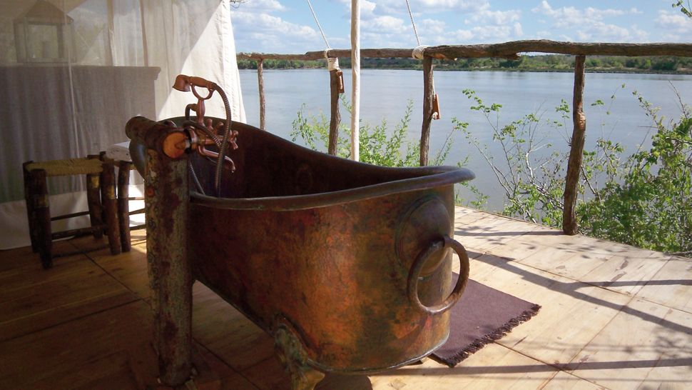63 Outdoor Showers & Outdoor Bathtubs Exuding Supreme Tranquility and Serendipity homesthetics (51)