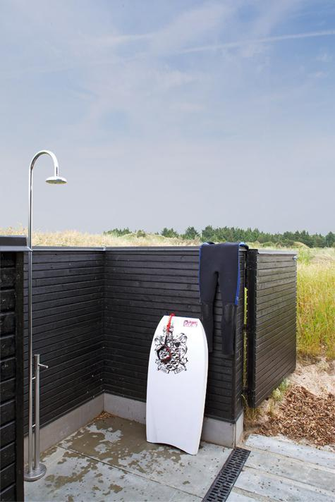 63 Outdoor Showers & Outdoor Bathtubs Exuding Supreme Tranquility and Serendipity homesthetics (59)