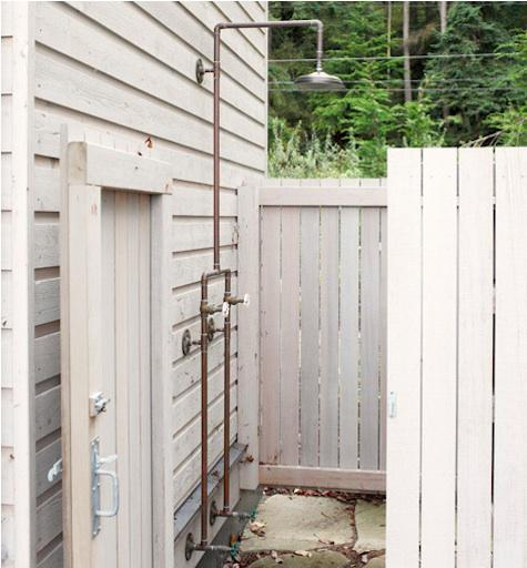 63 Outdoor Showers & Outdoor Bathtubs Exuding Supreme Tranquility and Serendipity homesthetics (60)