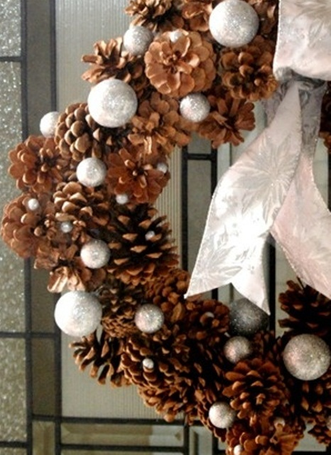 65+ Simply Magical DIY Pinecones Crafts That Will Beautify Your Christmas Decor Homesthetics (13)