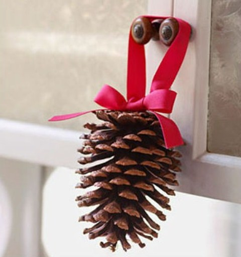 65+ Simply Magical DIY Pinecones Crafts That Will Beautify Your Christmas Decor Homesthetics (19)