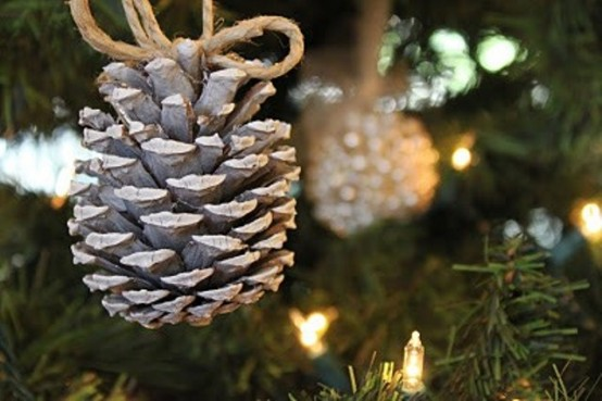 65+ Simply Magical DIY Pinecones Crafts That Will Beautify Your Christmas Decor Homesthetics (20)