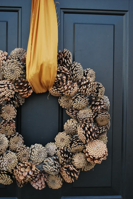 65+ Simply Magical DIY Pinecones Crafts That Will Beautify Your Christmas Decor Homesthetics (31)