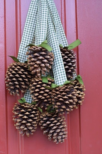 65 simply magical diy pinecones crafts that will beautify your christmas decor homesthetics 34