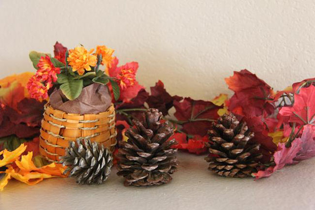 65+ Simply Magical DIY Pinecones Crafts That Will Beautify Your Christmas Decor Homesthetics (43)