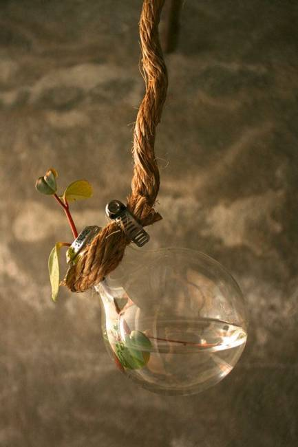 Beautiful Ideas On How To Decorate With Light Bulbs-homesthetics (10)