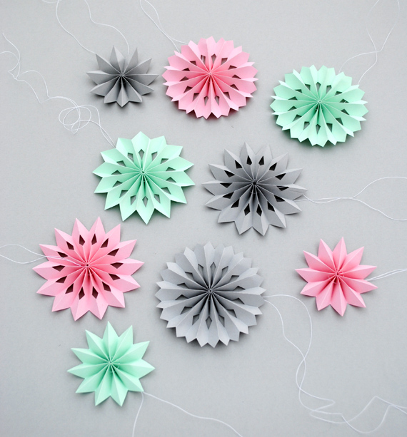 DIY Paper Medallions Miniaturized & DIY Paper Snowflakes Here To Beautify Your Holidays [Detailed Guide] (2)