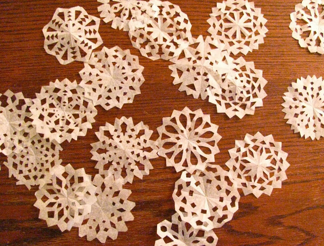 DIY Paper Medallions Miniaturized & DIY Paper Snowflakes Here To Beautify Your Holidays [Detailed Guide] homesthetics (9)