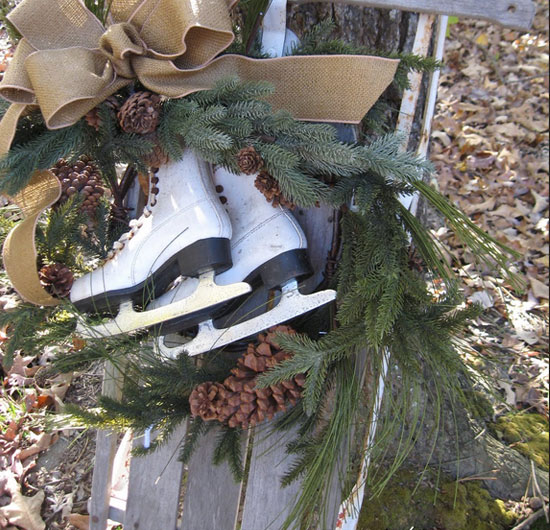 Make-an-Outdoor-Wreath-With-Old-Skates1