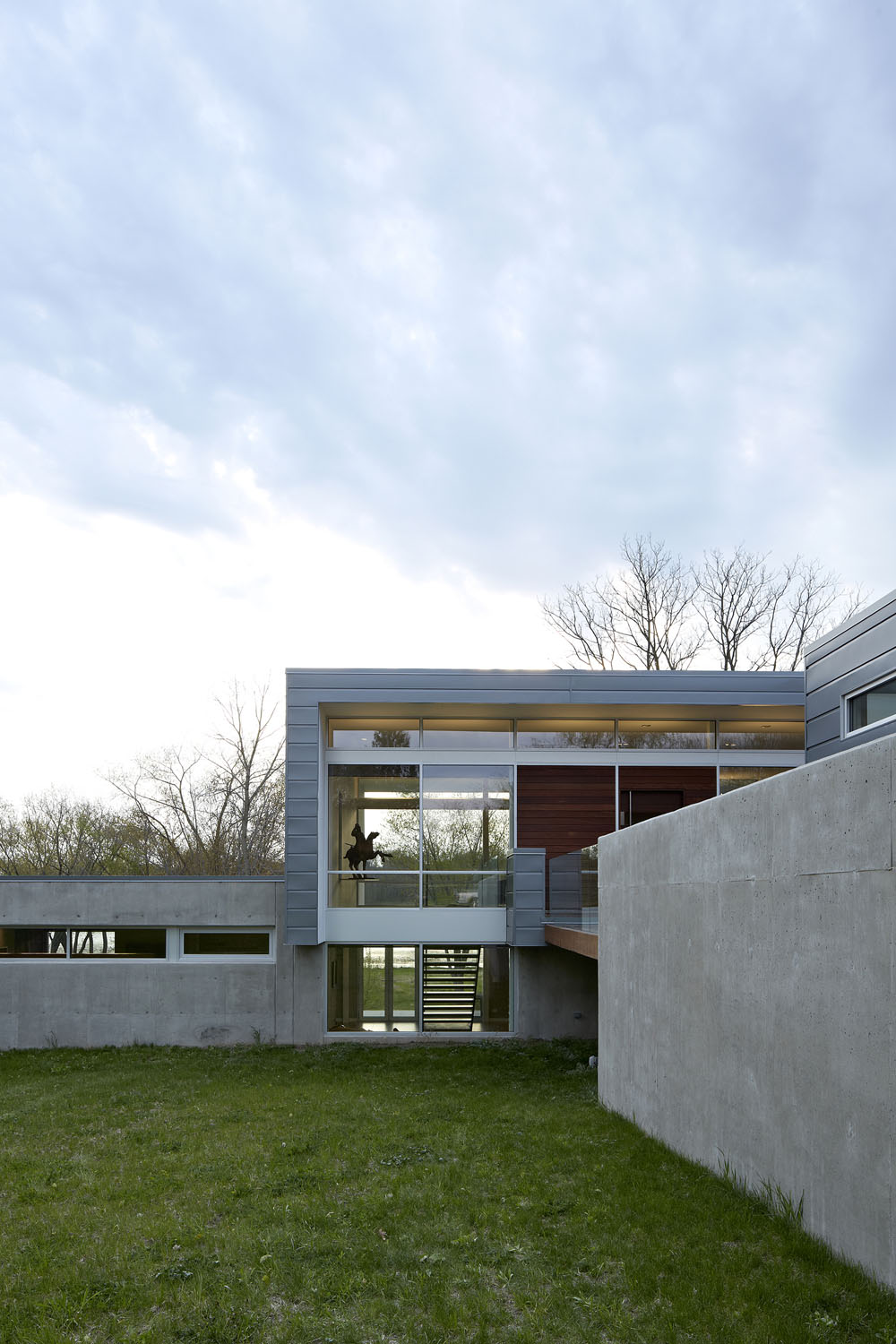 Simplicity Expressed in Riverview Home Enhanced by Natural Panoramas  homesthetics magazine (12)