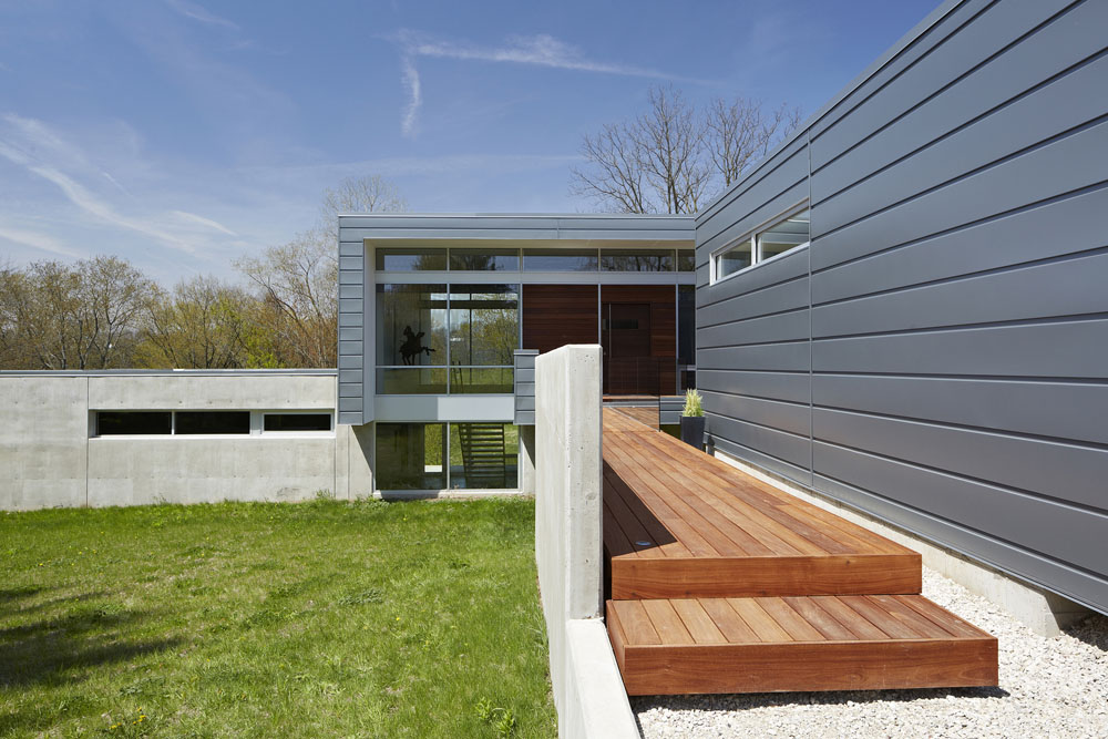 Simplicity Expressed in Riverview Home Enhanced by Natural Panoramas  homesthetics magazine (13)