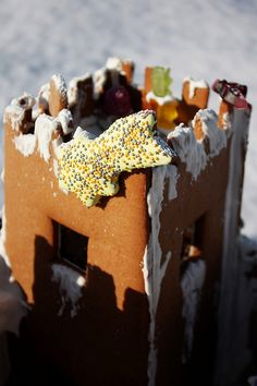 Sweet Christmas Inspiration Served by Jaw Dropping DIY Gingerbread Houses homesthetics (1)